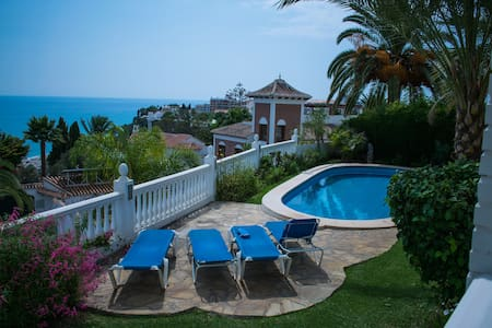 Amazing sea views and pool at superb private villa