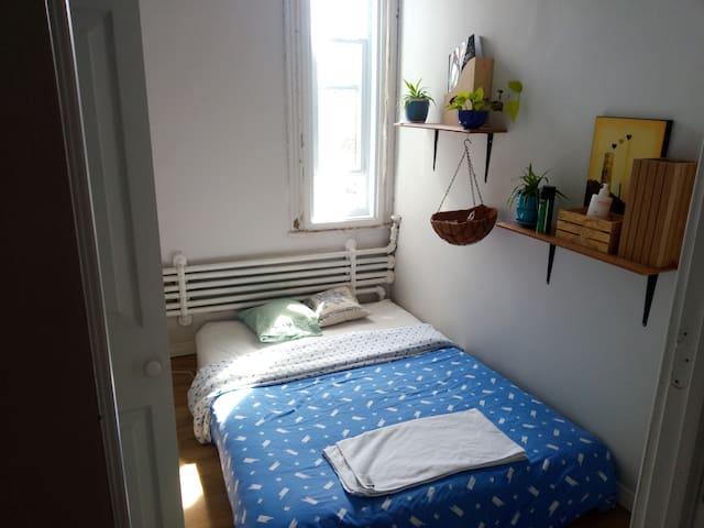 Petite chambre privée en plein coeur du plateau