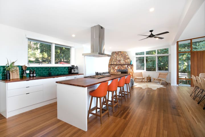 Fully appointed kitchen with all you'll need to cook up a storm.