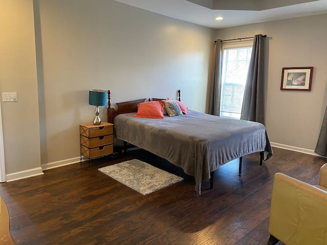 Master suite king bedroom