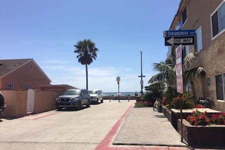 Mission Beach 1 BDRM w/ Large Ocean View Deck 714