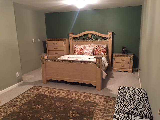 Large queen size cozy room - Dumfries