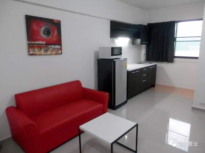 古城边特价温馨独立新公寓,家电齐全,有独享高速Wi-Fi.