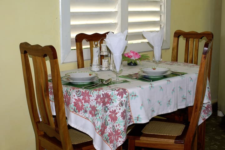 Villa Familia Fela en viñales (habitacion 1)(WIFI)