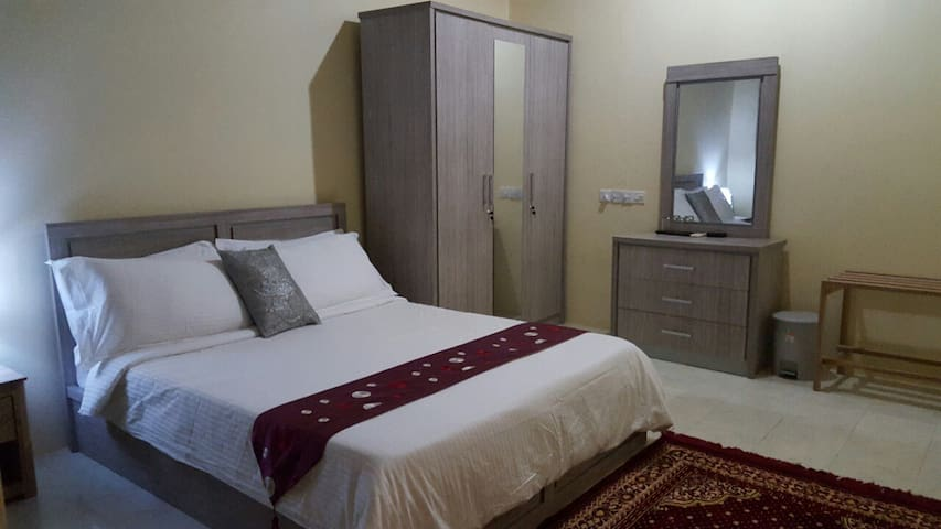 Maldives Dhigga Guest House - Huraa - Bed & Breakfast
