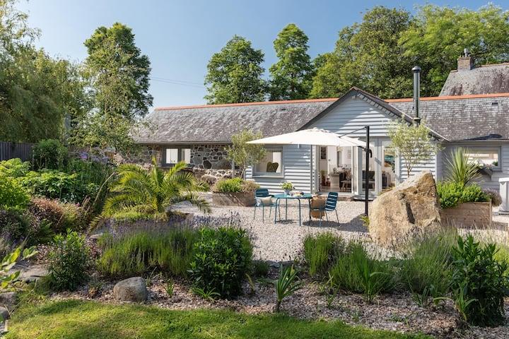 Longstone Barn, a retreat for two near the sea.