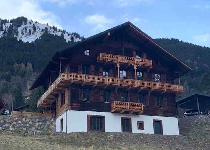 Brand New Cosy flat close to center & chair lifts