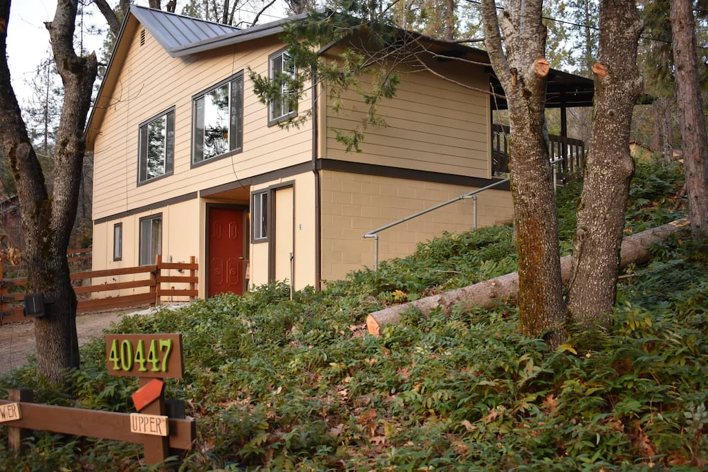 Sparrow 39 s rest at bass lake yosemite cabins for rent in for Airbnb cabins california