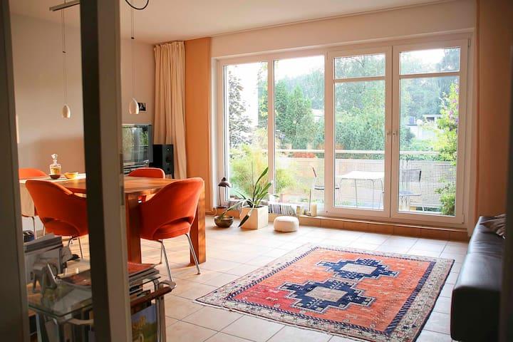 Schickes Apartment in Elbnähe.