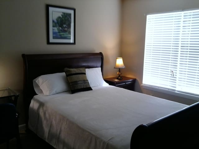 Lakeside condo close to NC State (1) - Raleigh - Kondominium