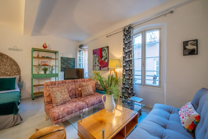 Authentic and well appointed studio, Saint-Tropez
