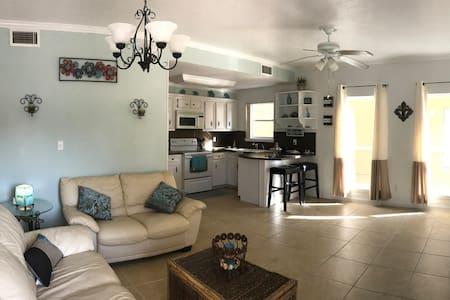 Comfy Condo - Dog Friendly - Steps to the Beach - South Padre Island