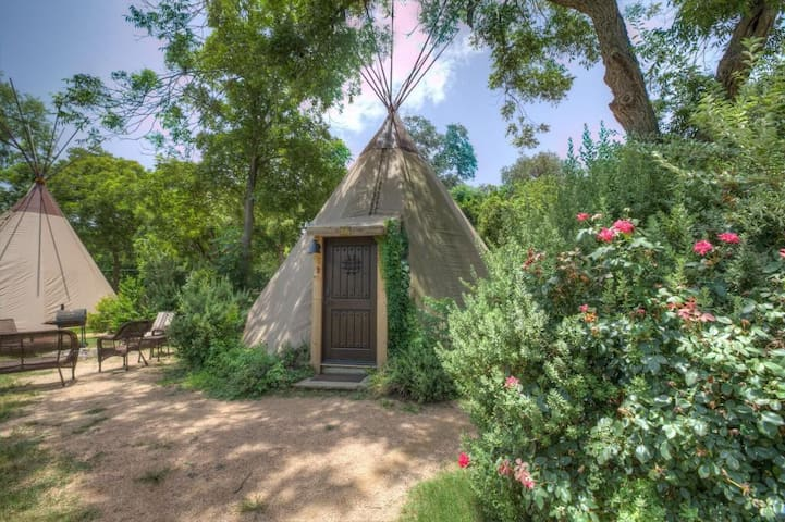 Cozy Teepee @ Geronimo Creek Retreat! Heated/AC-Insulated, Kayak, Fish HotTub
