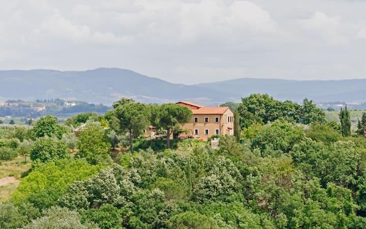 2 Farmhouse flats & pool, wine area