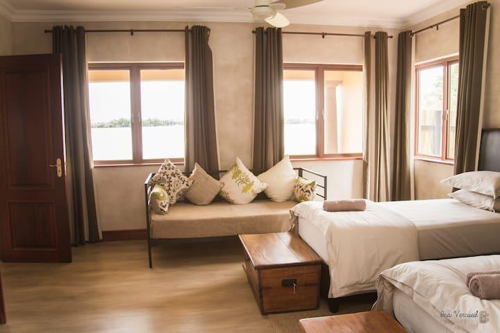 Bedroom 4 (Sleep 3)