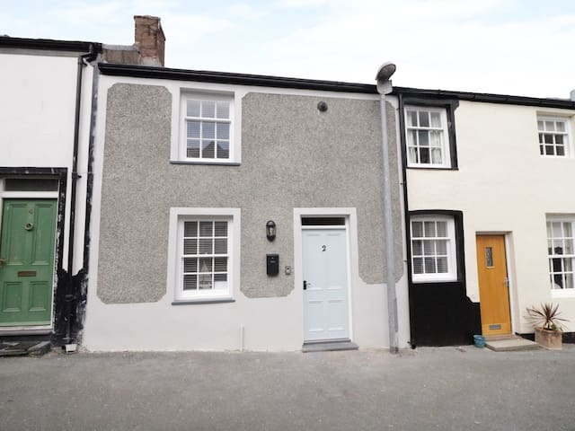 SANDY SHELL COTTAGE, pet friendly in Conwy, Ref 949798