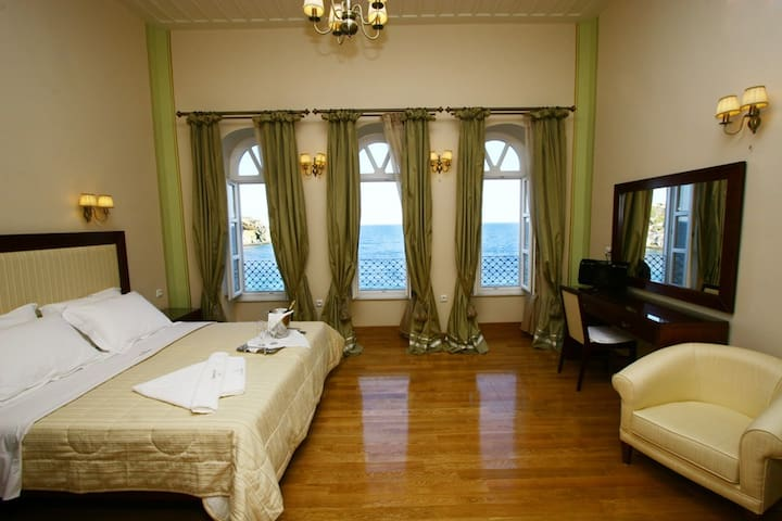 Presidential Suite in Syros island - Ermoupoli - Bed & Breakfast