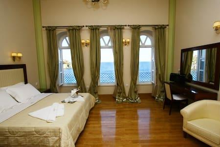 Presidential Suite in Syros island - Ermoupoli - ที่พักพร้อมอาหารเช้า