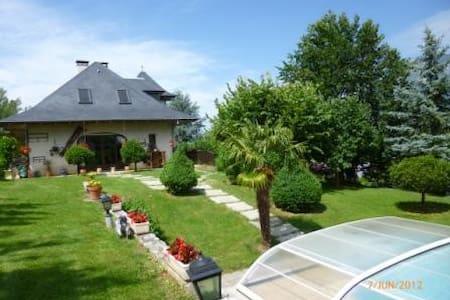 Les Irisynes, piscine, parking clos - Aix-les-Bains - Bed & Breakfast