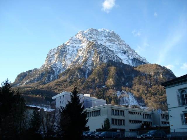 Gemütlichkeit mitten in Glarus  - Glarus - Huoneisto