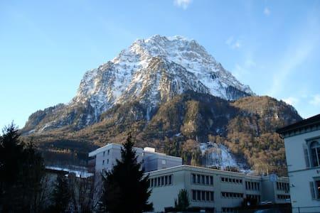 Gemütlichkeit mitten in Glarus  - Glarus - Pis