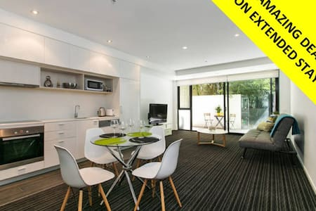 Huge 2BD St Kilda PAD *WIFI + PARKING