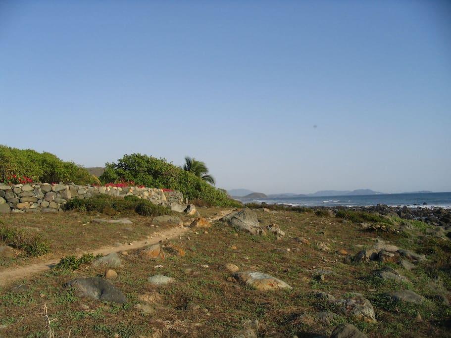 The path from Punta el Corral leading to tidepools and Manzanilla Bay.