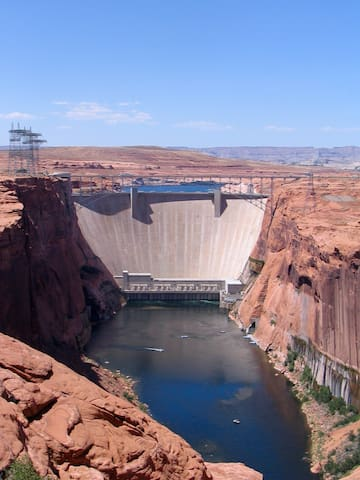 The Glen Canyon Dam from the scenic view point.