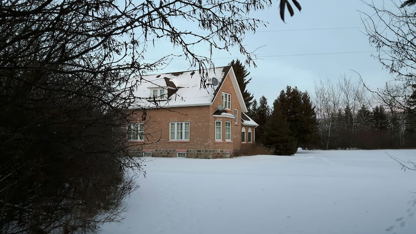 Historic house 15 minutes from Asessippi Ski Hill - Roblin - Talo