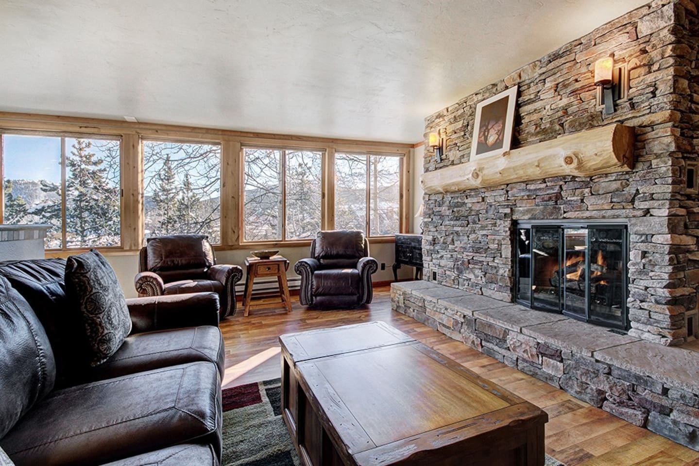 Ideal location! Just one block from Main Street and two blocks from the gondola.