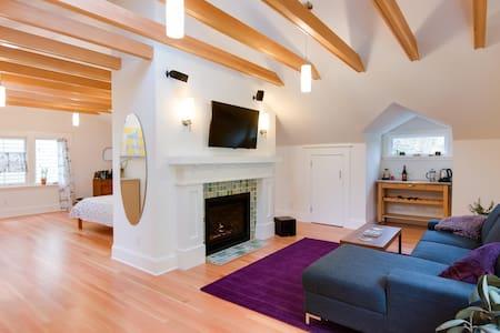 Top floor loft, fireplace, 2 bikes - Portland - House