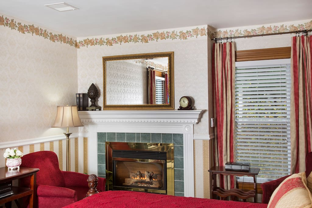 Grant Junior Suite - romantic fireplace and comfortable armchairs