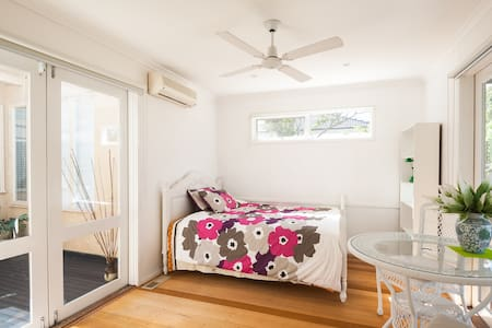3 rooms available /Garden house /01 - Mount Waverley