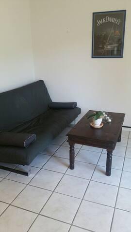Schönes /  helles Zimmer mit direktem Gartenzugang