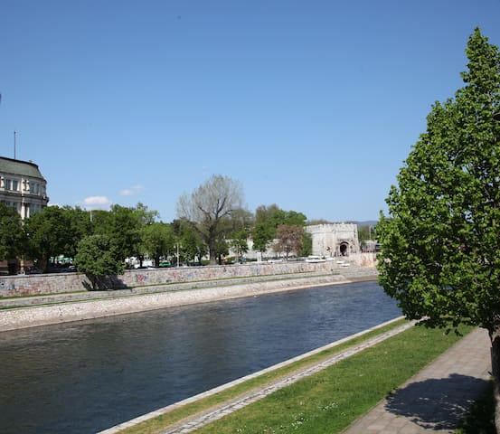 Designer Apartment with River View in City Center - Niš - Byt