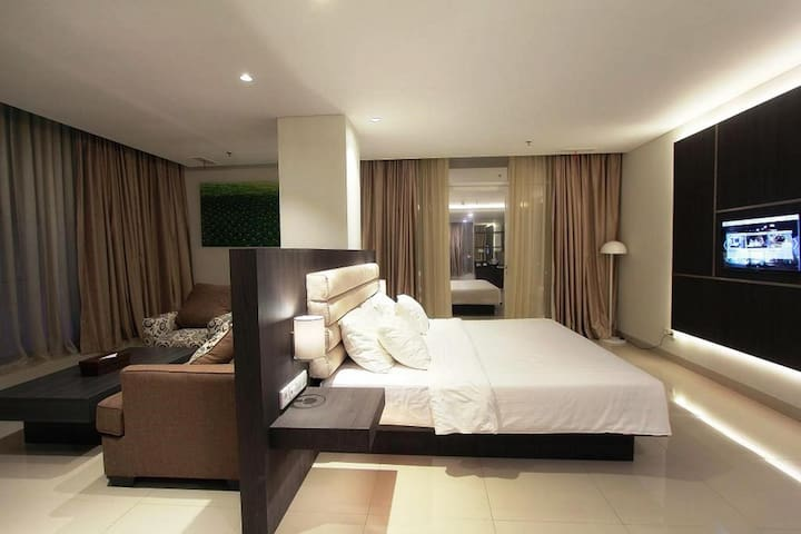 Vibrant Double Deluxe With Balcony At Bandung