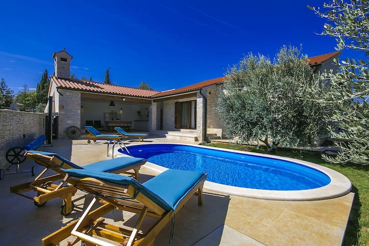 Brand new Villa Vignola with pool near the sea - Kavran - Villa