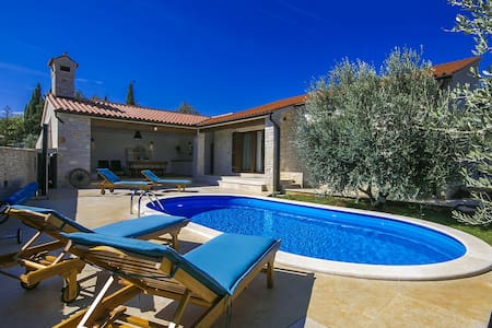 Brand new Villa Vignola with pool near the sea - Kavran