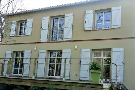 Maison type Toulousaine au bord de la rivière - Calmont - Rumah
