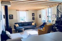 Living space, luminosity, original artworks, contemporary furniture