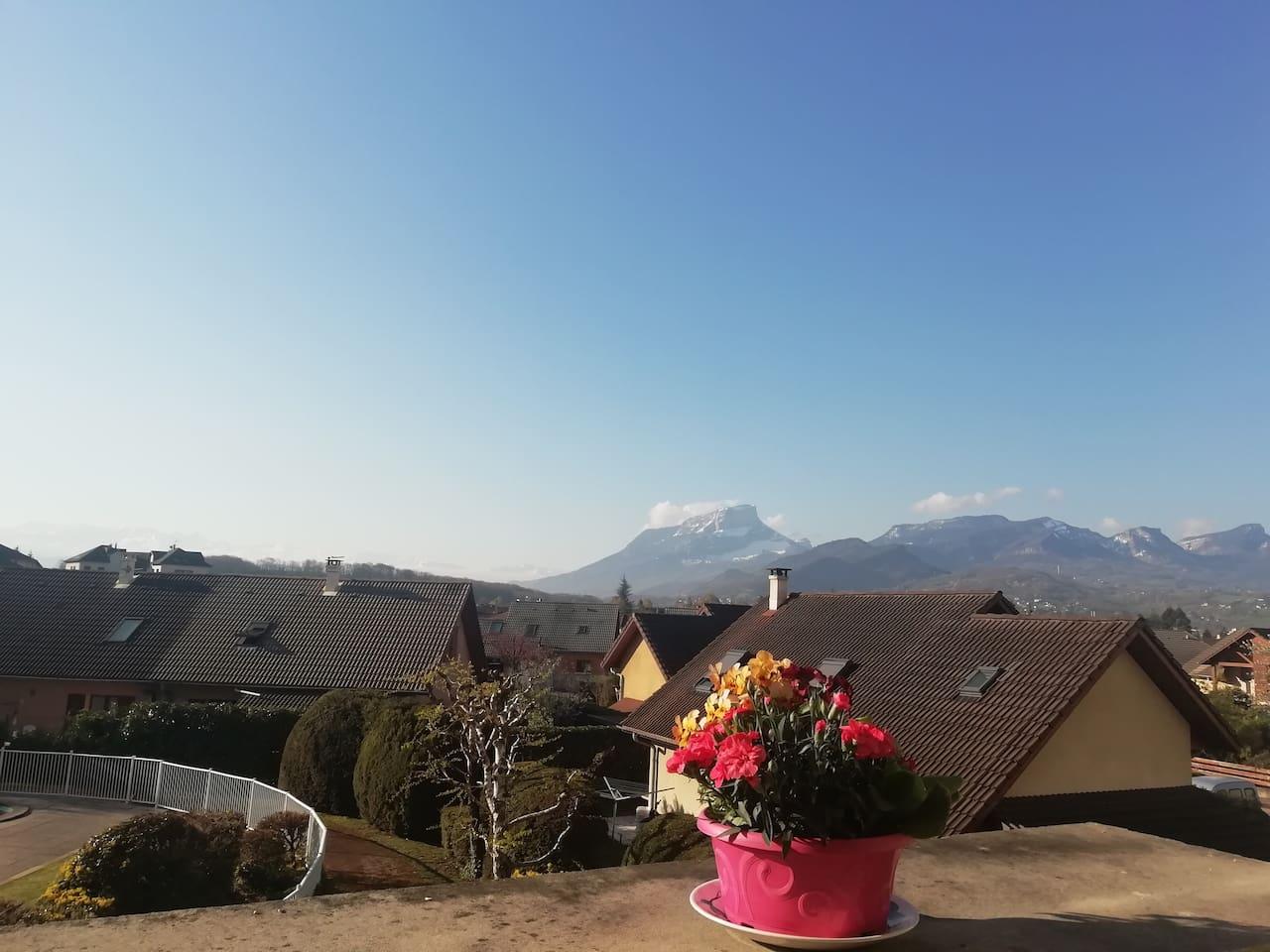 """Vue sur les """"Belledone"""" et le Granier... Depuis la terrasse."""