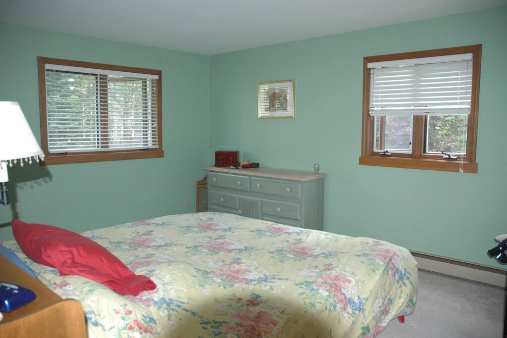 SUGARBUSH 4-5 BEDROOM HOME-Seasonal