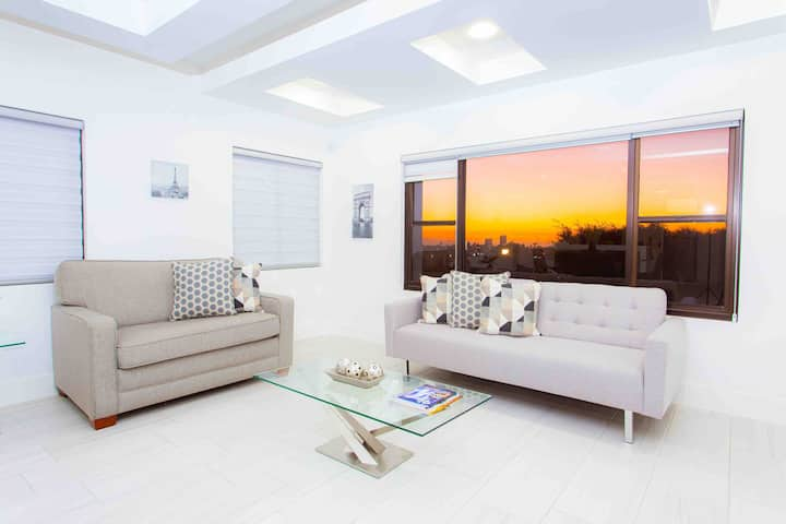 Enjoy sunsets at fully equipped 1king BR suite