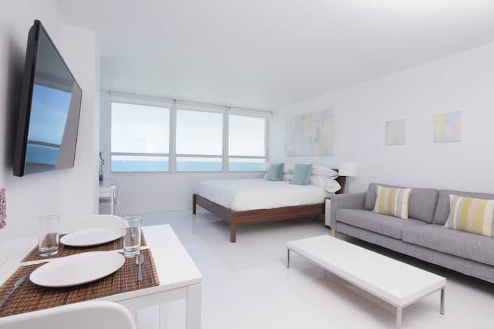 New 14th Floor Beachfront 180º Oceanview Apartment
