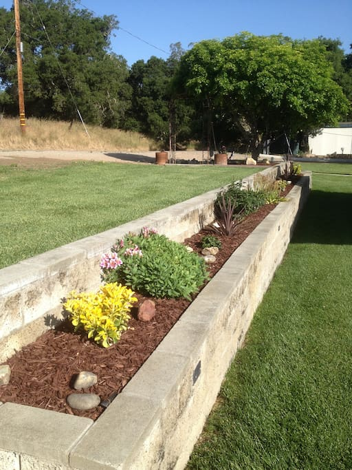 Nice lawns and quiet country setting to take a walk with Dana Adobe Historical Land Site just a few blocks up the Road just walking distance from the Vacation Rental
