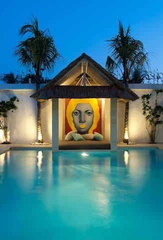 Spacious 4,5 or 6 bed Villa Bali funk