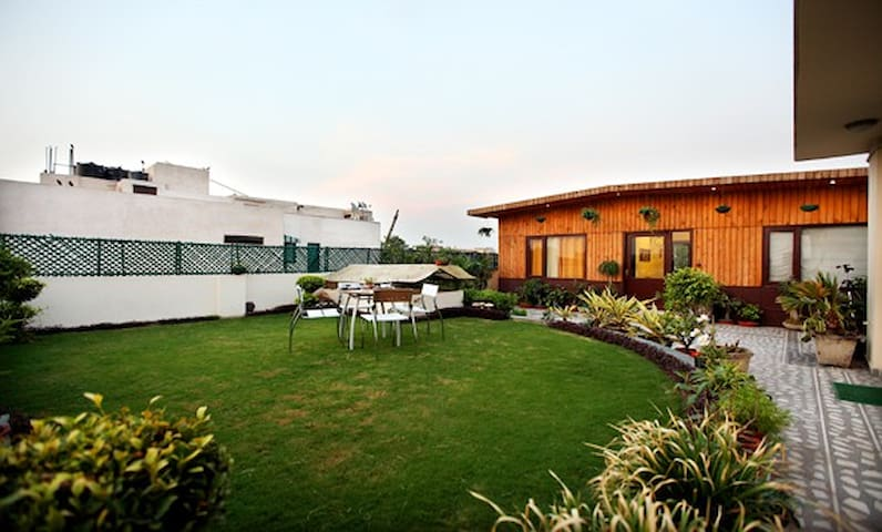 Homely bed and breakfast - New Delhi