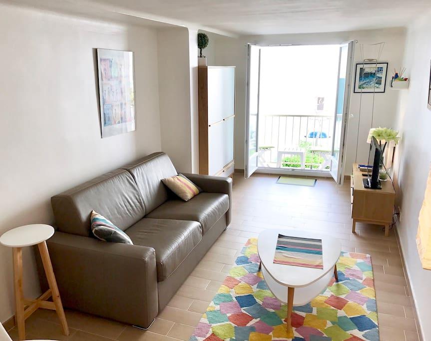 Coin salon avec canapé-lit easy-clic journalier