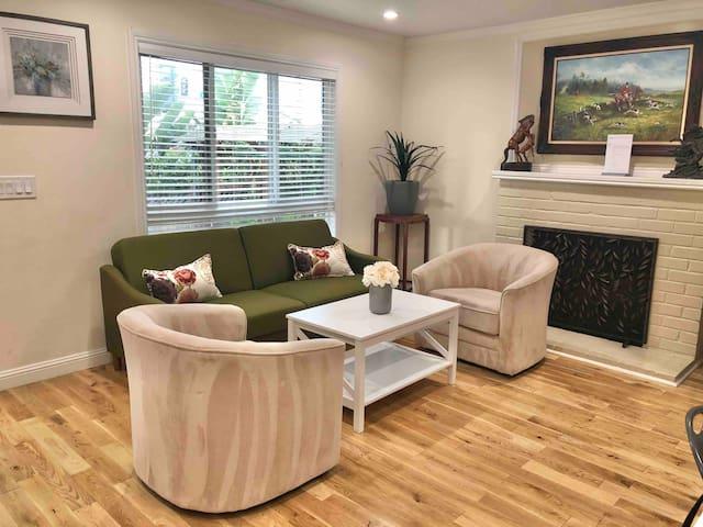 URApartment | New Guesthouse | 2B1B | Santa Clara