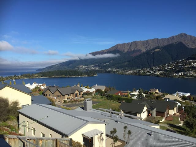 Remarkable living with remarkable view Bedroom 2 - Queenstown - Maison